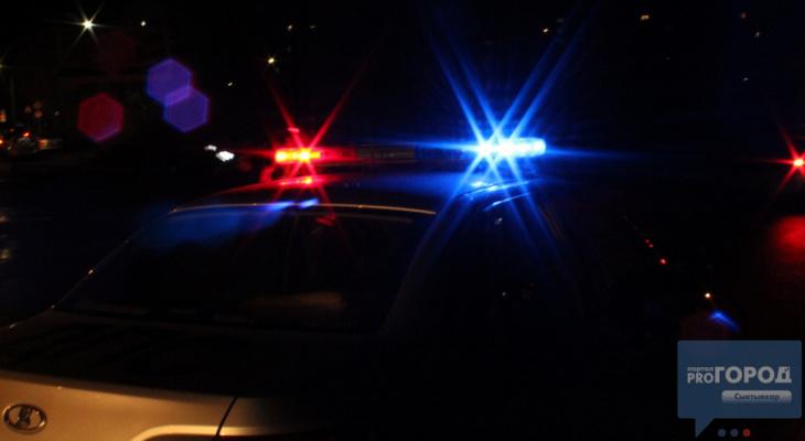 В Коми водитель опрокинул авто в кювет и бросил пострадавших в машине