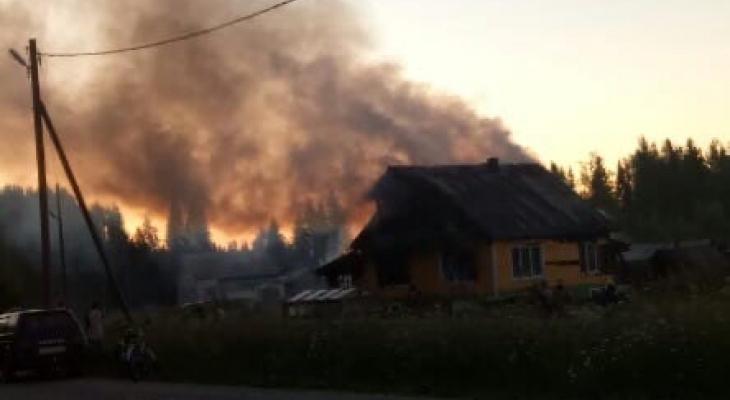 У семьи из Коми дотла сгорел дом: они собирают вещи, чтобы выжить
