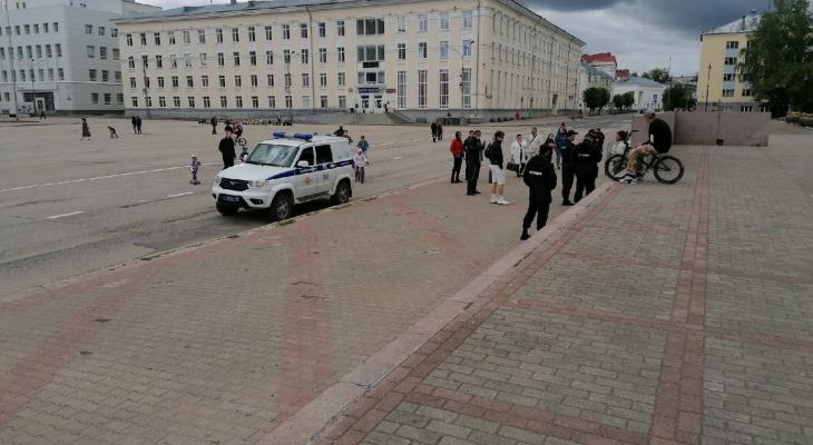 Можно ли проводить одиночные пикеты на Стефановской площади: рассказал сыктывкарский юрист