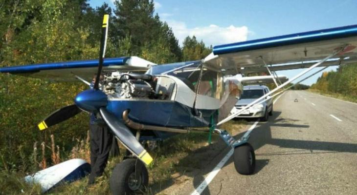 В Коми самолет сел прямо на оживленную трассу