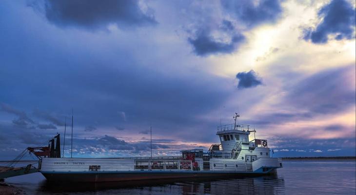 Фото дня от сыктывкарца: оттенки осеннего неба над водной гладью