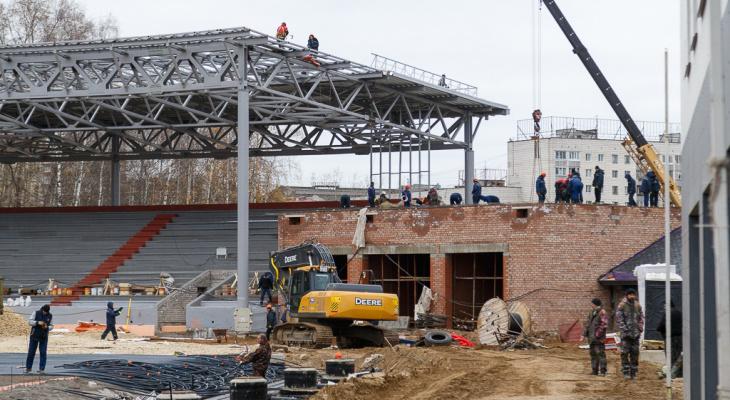 Главный стадион Коми обзавелся новыми мачтами освещения