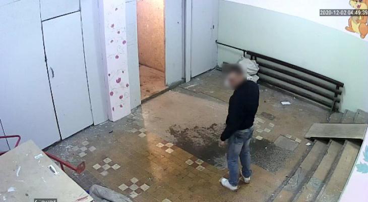 Общежитие в Сыктывкаре, где люди сделали ремонт за свои деньги, подожгли (видео)
