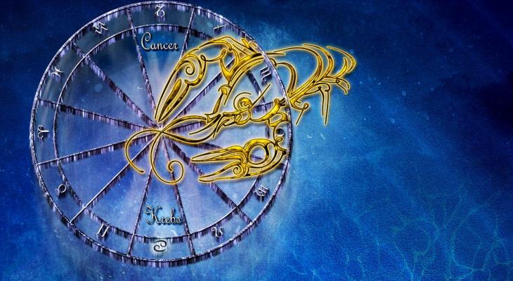 Гороскоп на 10 декабря: у Раков появится шанс, а Львов ждет романтика и любовь