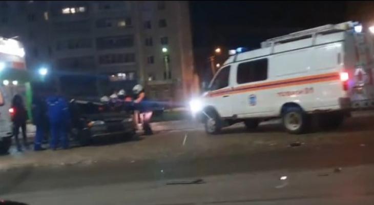 Ночью в Сыктывкаре случилась жесткая авария, есть пострадавшие (видео)