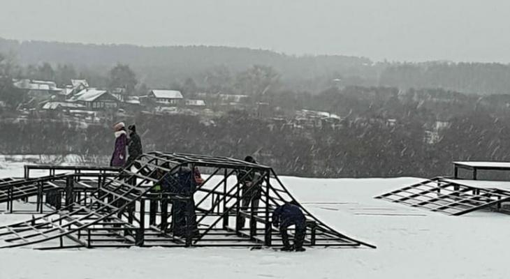 В сыктывкарском парке устанавливают скейт-площадку