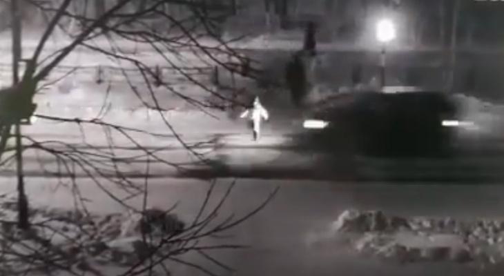 Видео: в Коми случилось жуткое ДТП, где автомобиль снес ребенка