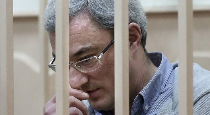 Итоги недели в Коми: прибытие двух известных заключенных и смерть в Ухте