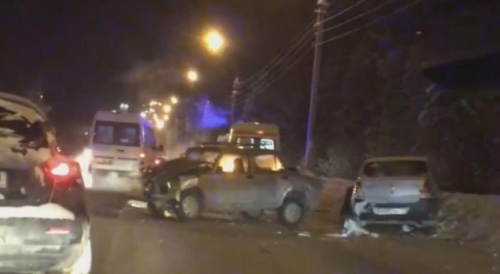 В Сыктывкаре произошло тройное ДТП: водители и пассажиры получили серьезные травмы