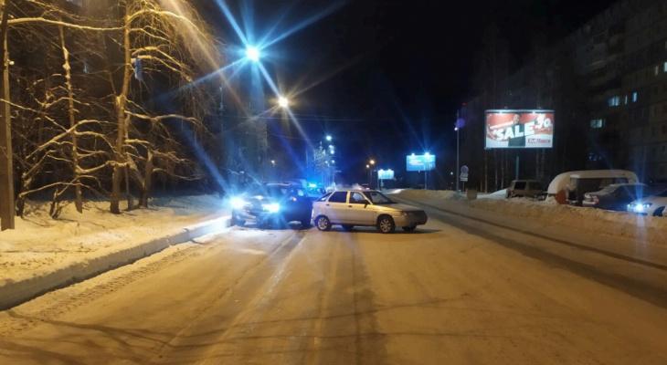 В Сыктывкаре «Рено» догнал ВАЗ: пострадал подросток