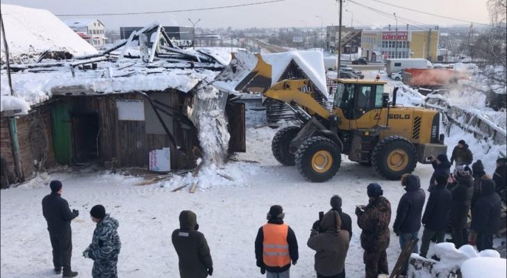 В сыктывкарском конном центре во время уборки начало разрушаться здание