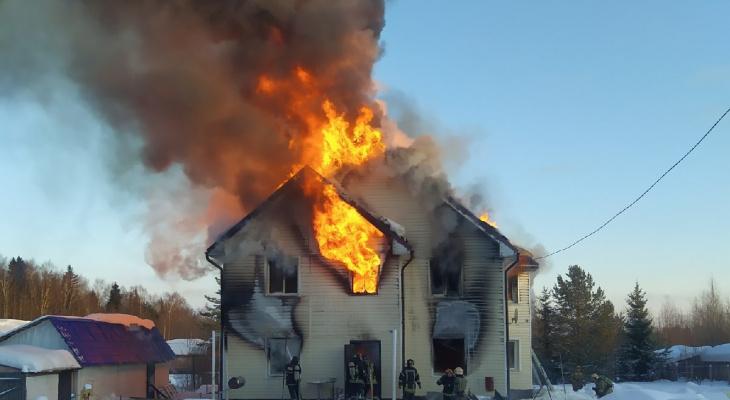 Пожар под Сыктывкаром лишил многодетную семью крыши над головой