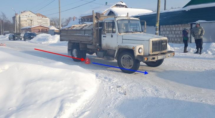 В Сыктывкаре водитель грузовика «догнал» иномарку
