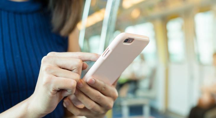Родителей детей в Коми спросили, нужны ли школьникам смартфоны на учебе