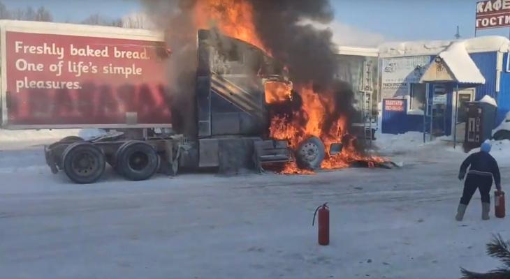 В Коми полыхала фура «Вольво» (видео)