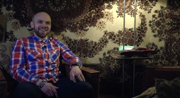 У Ксении Собчак вышло видео об учителе из Микуня, который устроил одиночный пикет в поддержку Навального