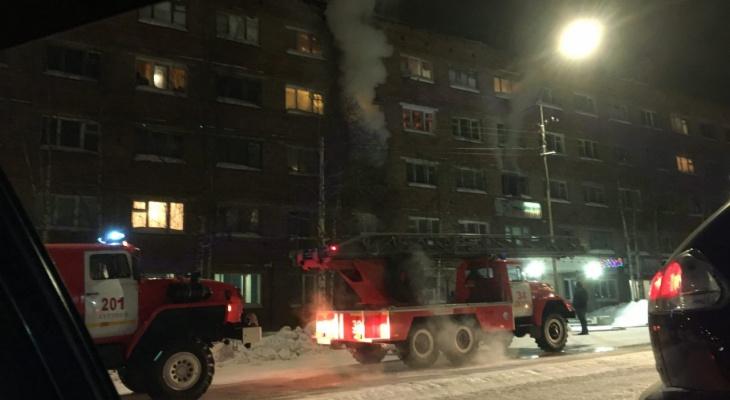 На пожаре в Коми погибла женщина и пострадал младенец