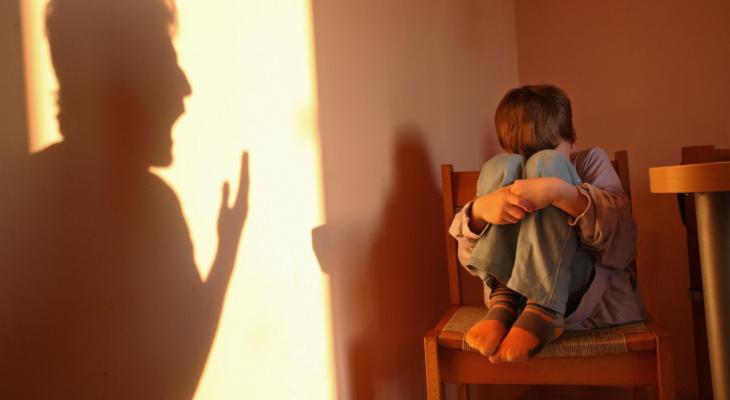 Сыктывкарец запер сына жены в бане и угрожал ему