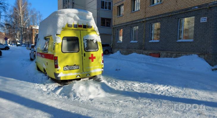 В Сыктывкаре под снегом гниет загадочная скорая, которая никому не принадлежит