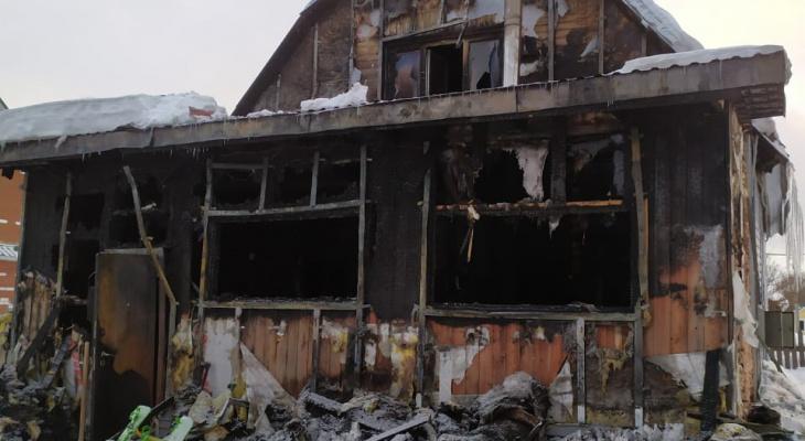 В Выльгорте сгорел дом: семье с маленькими детьми нужна помощь