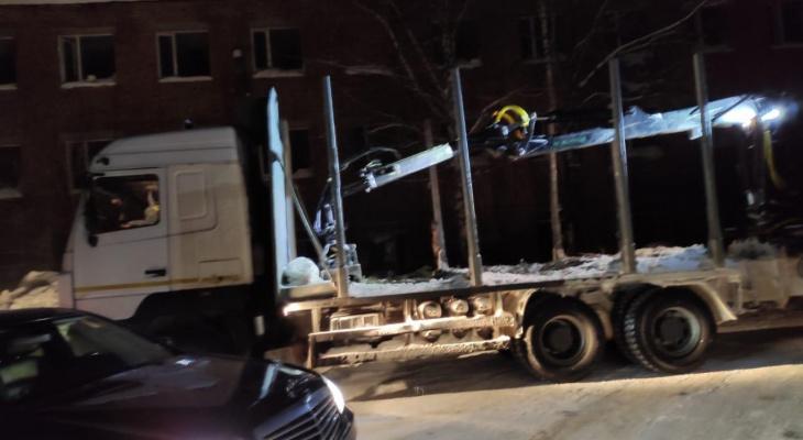 В Сыктывкаре грузовик оставил без тепла почти две тысячи человек