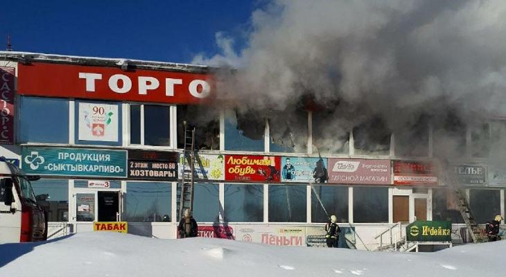 Прокуратура проверит, почему в Сыктывкаре загорелся рынок «Народный»