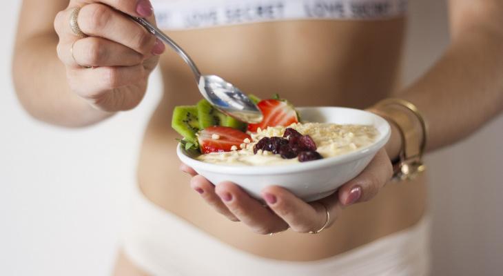 Поесть и выспаться: названа еда, которая помогает хорошо поспать