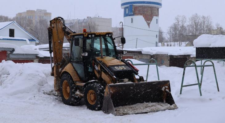 Вывоз снега со дворов: сыктывкарцам рассказали, как поступать, если управляющая компания ничего не делает