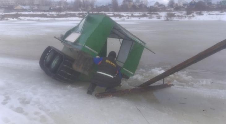 Ушел под лед: на реке в Коми провалился вездеход