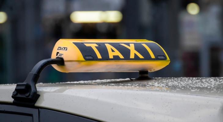 Таксисты попросили Генпрокуратуру проверить сделку «Яндекса» и «Везет»