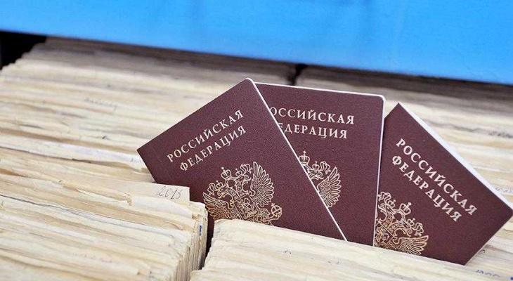 Россиян предупредили о возможной необходимости менять паспорта