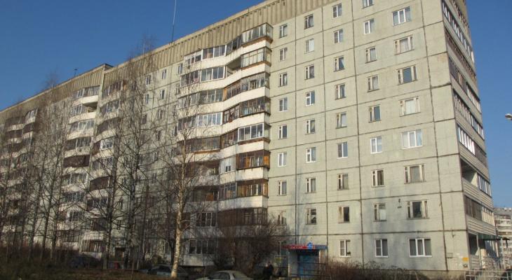 В сыктывкарском доме сломался лифт: пожилые жильцы страдают каждый день