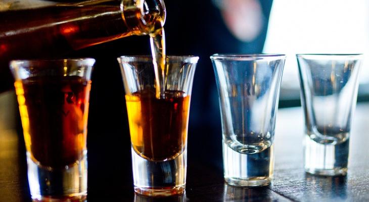 Врач рассказал, можно ли пить алкоголь после коронавируса