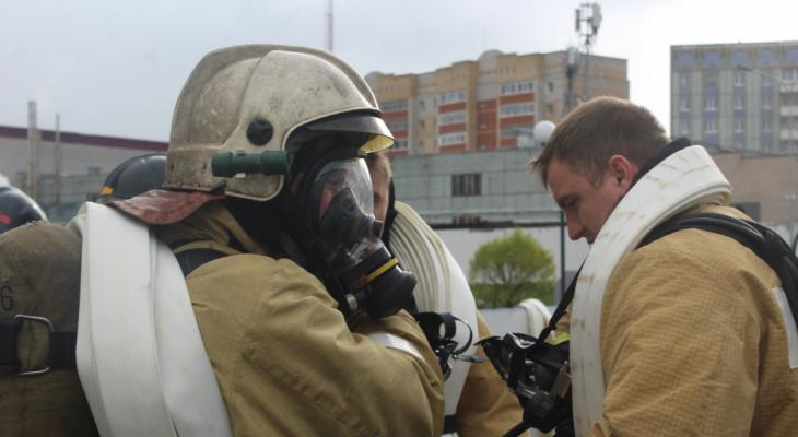За сутки в Коми спалили здание и подожгли машину