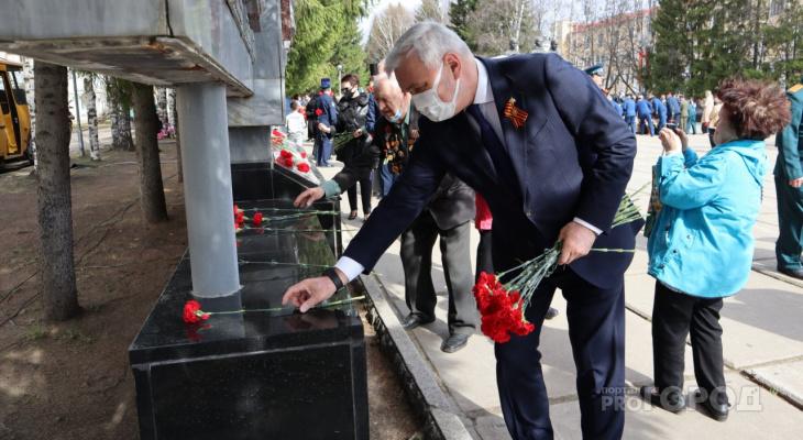 Глава Коми возложил цветы к Вечному огню