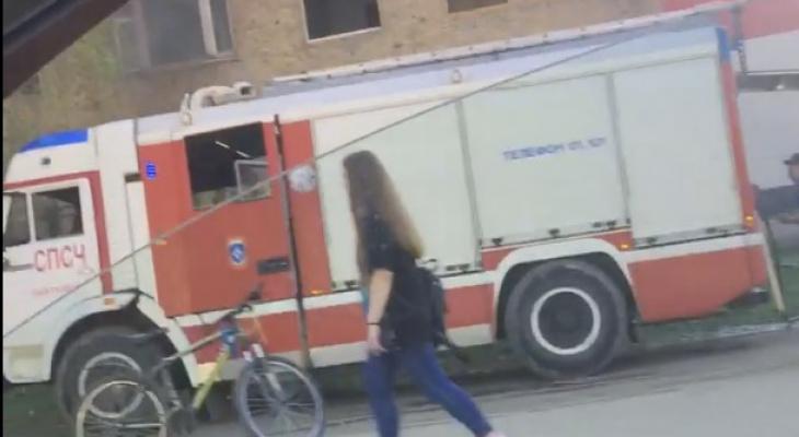 В Сыктывкаре загорелось многострадальное общежитие на Октябрьском проспекте