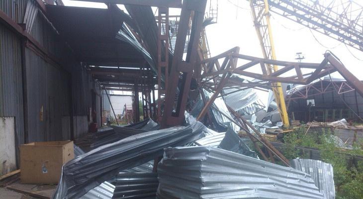 Поваленные деревья, разрушенные дома: подборка ураганов, которые проходили в Коми