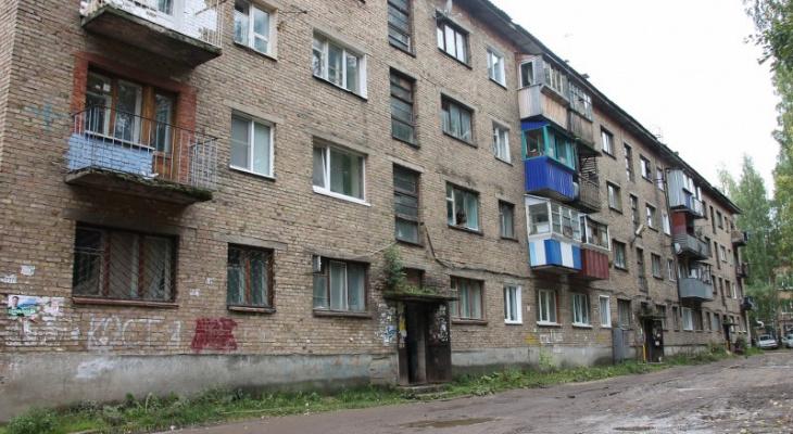 В Сыктывкаре многострадальное общежитие на Октябрьском проспекте закроют баннером