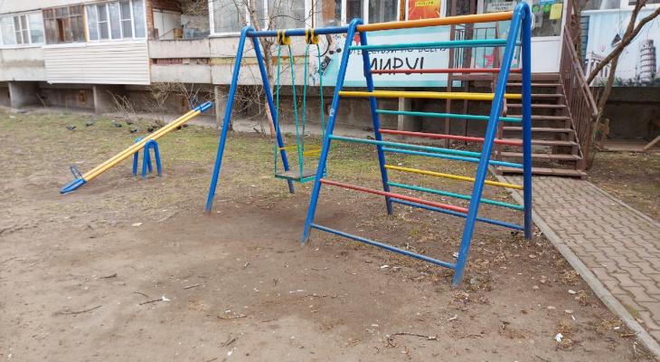 В Сыктывкаре маленький ребенок выпал из окна, пока няня была в другой комнате