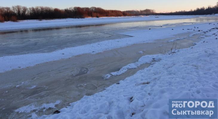 В Коми охотник провалился под лед: товарищи не смогли спасти его