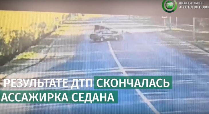 В сети появилось видео смертельного ДТП с такси в Сыктывкаре