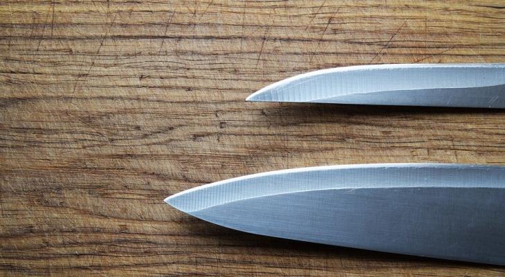Житель Коми изрезал подростка ножом прямо на остановке