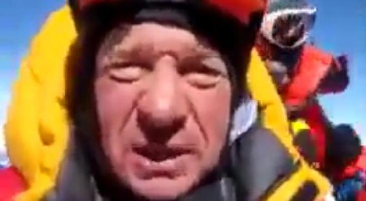 Сыктывкарец, который покорил Эверест, записал видео с вершины