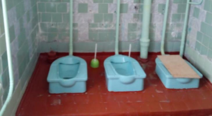 Школы Коми участвуют в конкурсе на самый худший туалет