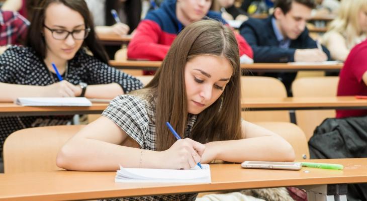 Российских студентов предложили автоматически считать безработными
