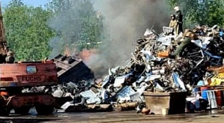 В МЧС озвучили подробности пожара в сыктывкарской промзоне