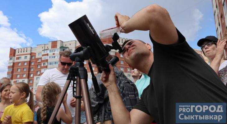Бинокли, телескопы и фильтры: как сыктывкарцы наблюдали солнечное затмение