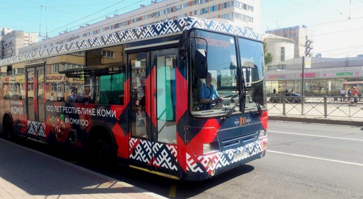 В Санкт-Петербурге запустили тематический автобус к столетию Коми