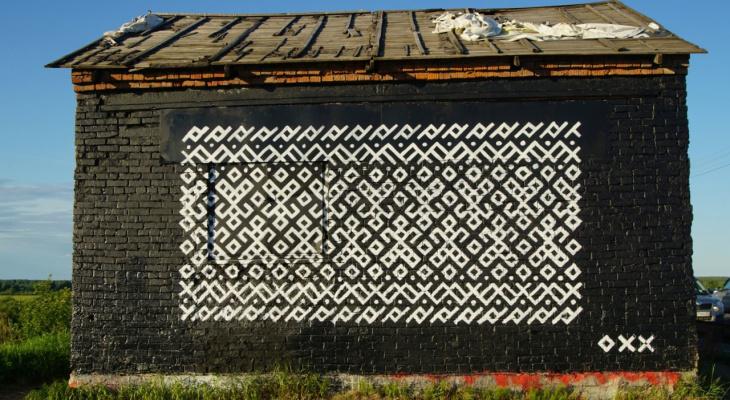 Будку у краснозатонского моста разукрасили коми-орнаментом
