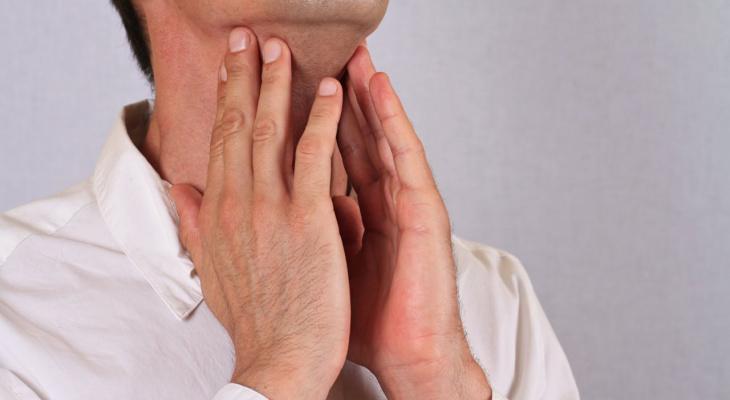 Врач рассказал, как распознать рак по голосу